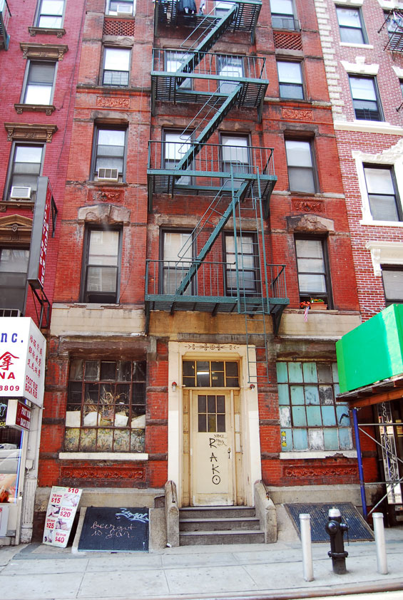coyote ugly apartment - on the set of new york